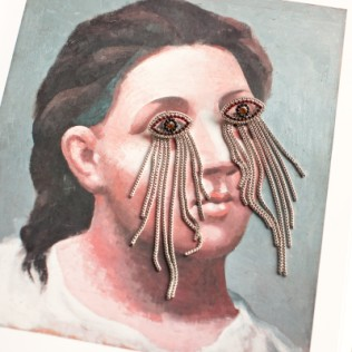 Kolczyki: oczy pełne łez