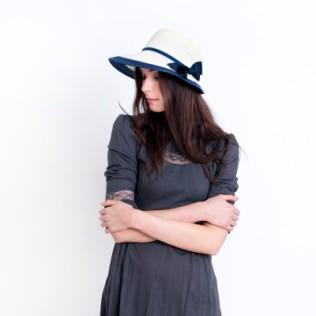 Elegancki kapelusz na lato z kokardą